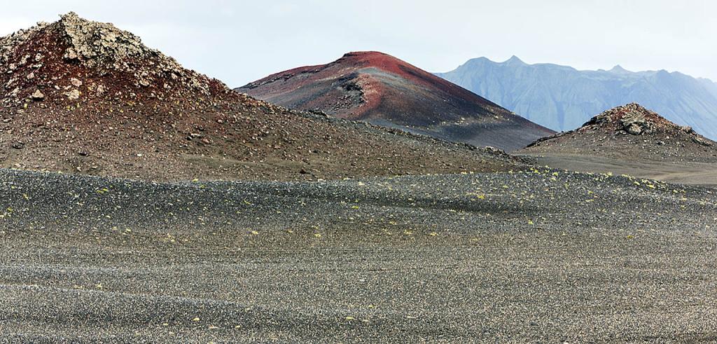 Veidivotn red hills